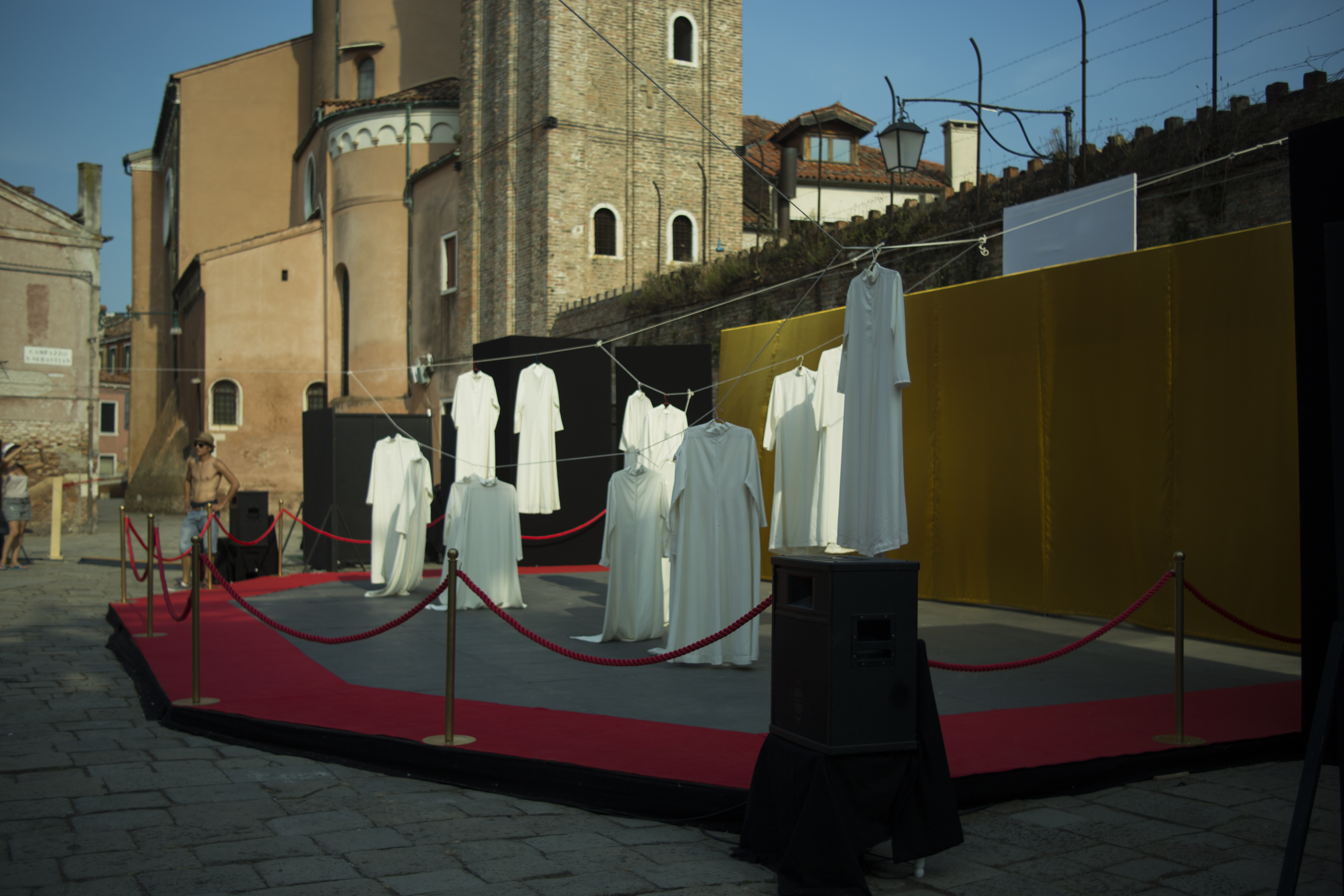 elle-genet-venice-open-stage-repetition.jpg